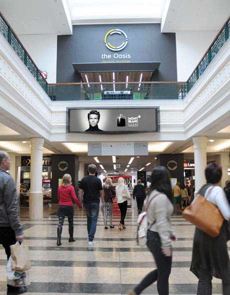 Photo showing use of digital signage in a shopping mall